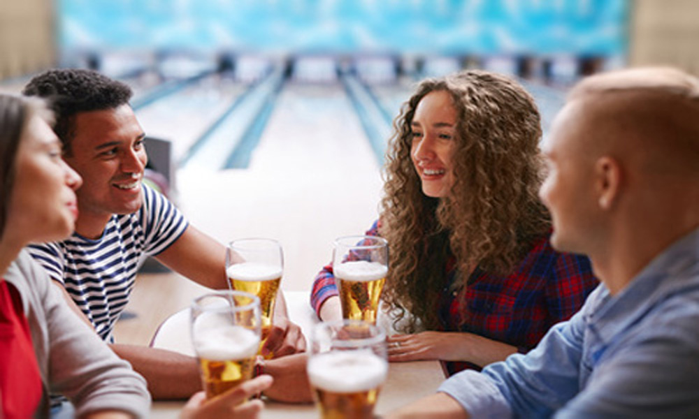 couples bowling with beer